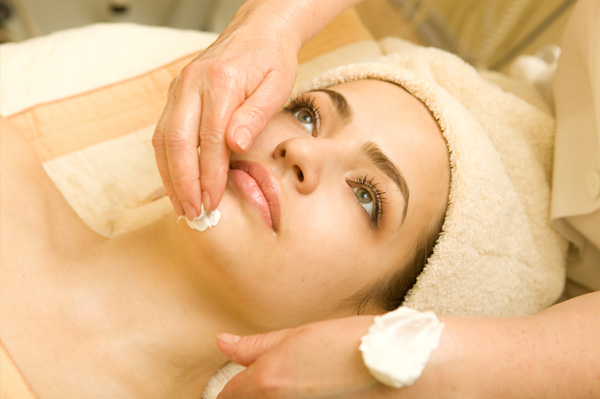 Essential Factors Helping to Determine when to Get a Facial
