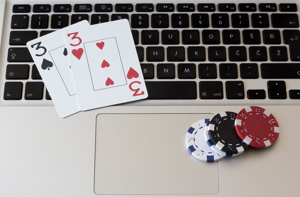 Online Gaming – Advantages, Disadvantages, Threats and Their Solutions